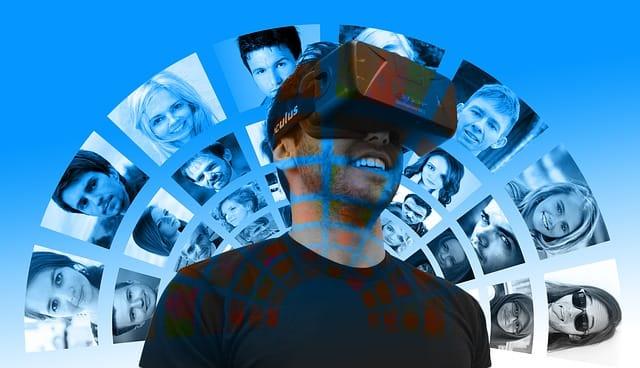 hombre usando realidad mixta