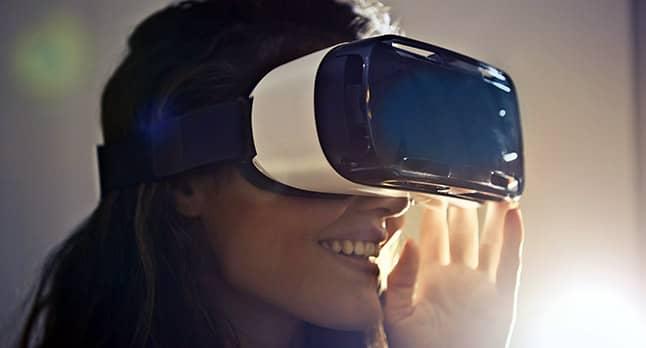 usando unas gafas de realidad virtual